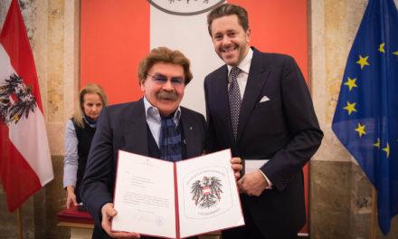 Es regnete förmlich Auszeichnungen für KommR Gerhard Bocek und seinen Marchfelderhof!