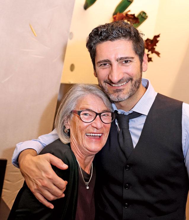 Ein Herz und eine Seele: Paul Ivic mit seiner Mutter Marlies