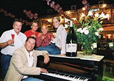 Party in der legendären Rainer´s Bar in Pörtschach/Monte Carlo