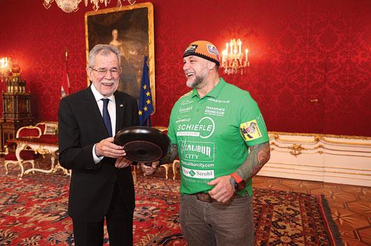 """,,The Austrian Rock"""", unser Bundespräsident und eine verborgene Bratpfanne"""
