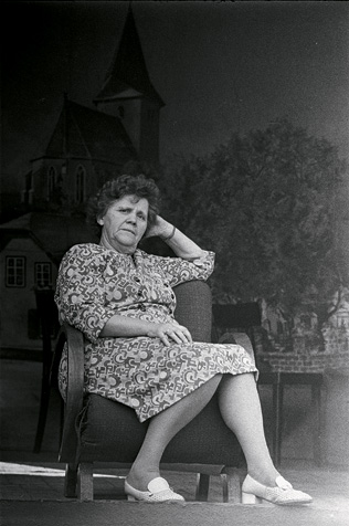 TSCHAUNER, STEHGREIFTHEATER, 11968, KAROLINE TSCHAUNER